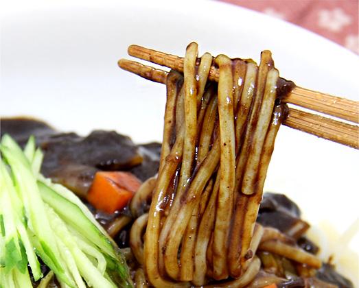宋家のジャジャン麺の麺